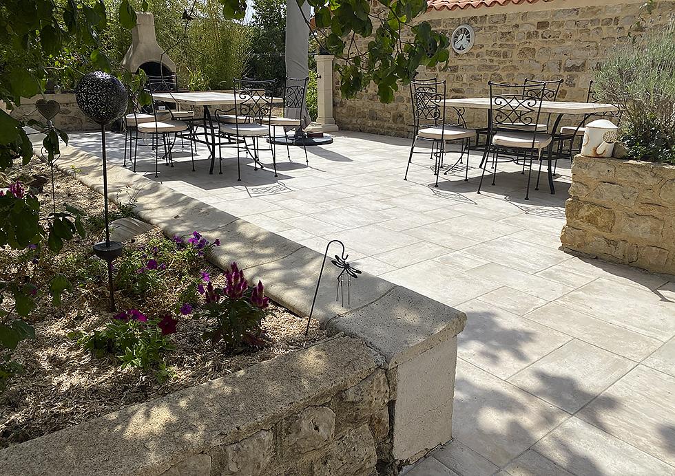 Terrasse pour vos petits déjeuners et repas - Gîte et Chambres d'hôtes Tourisme Deux-Sèvres Marais Poitevin
